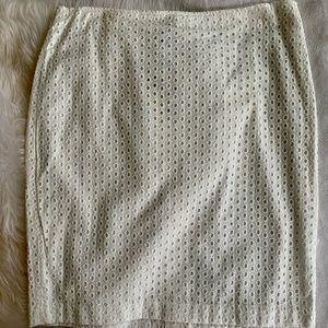 NWT Max Studio Pencil Eyelet Skirt. Size 6 NWT